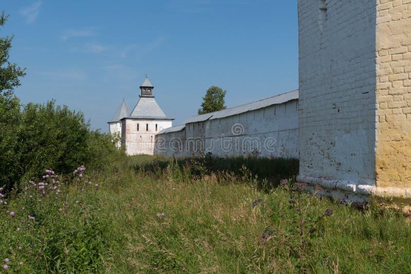Spaso-Prilutsky修道院塔和墙壁在沃洛格达州, 库存图片