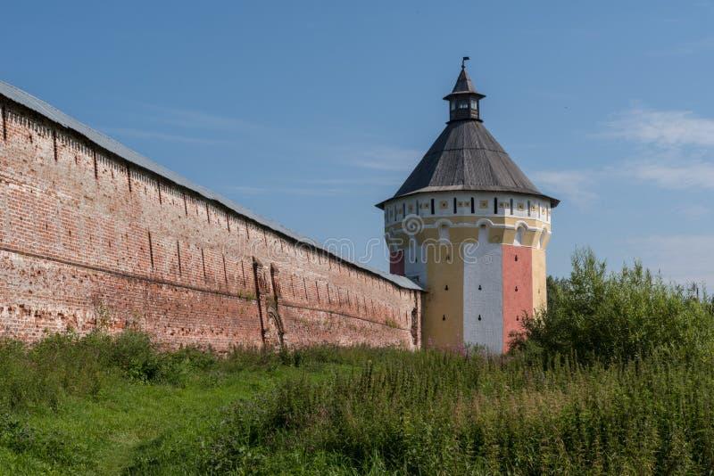 Spaso-Prilutsky修道院塔和墙壁在沃洛格达州 库存照片