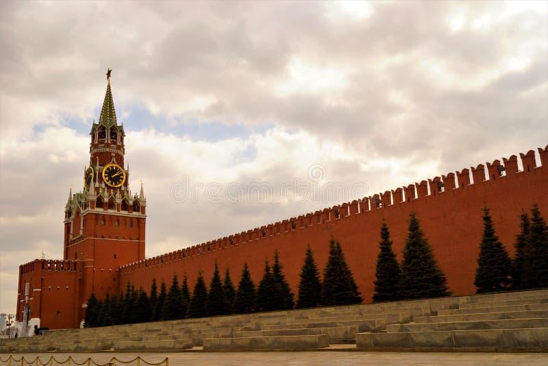 Spasskaya塔在1491年被建造了在建筑师彼得罗Solari的指导下 在1624-1625,英国建筑师 库存图片