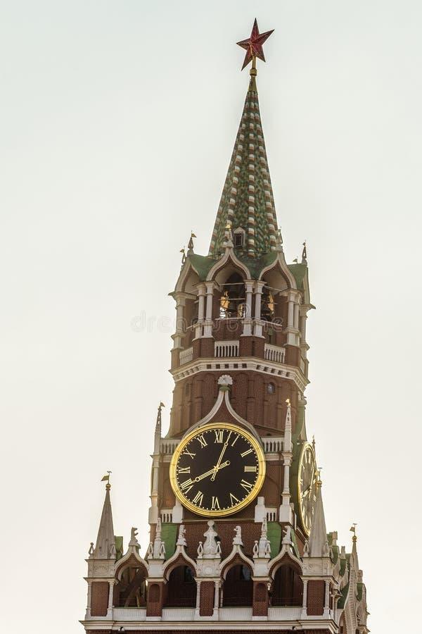 Spasskaya耸立与编钟在红场的克里姆林宫 免版税库存照片