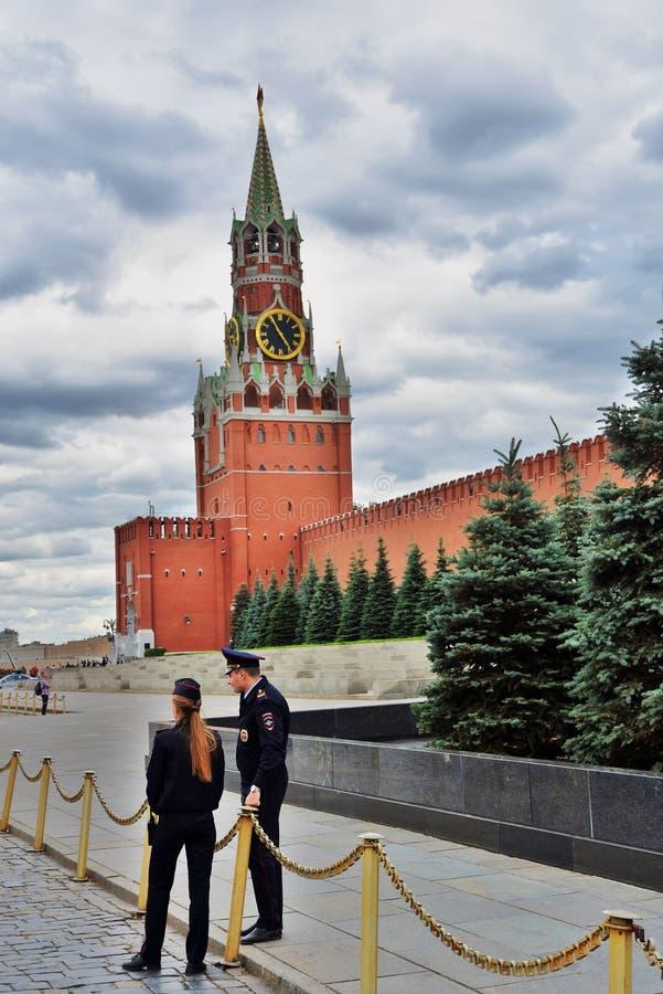 Spasskaya钟楼和红场在莫斯科 免版税库存照片