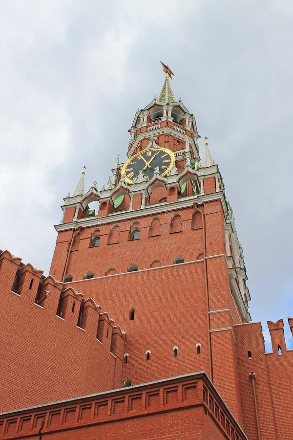Spasskaya torn av Kreml p? r?d fyrkant i Moskva, Ryssland royaltyfria bilder
