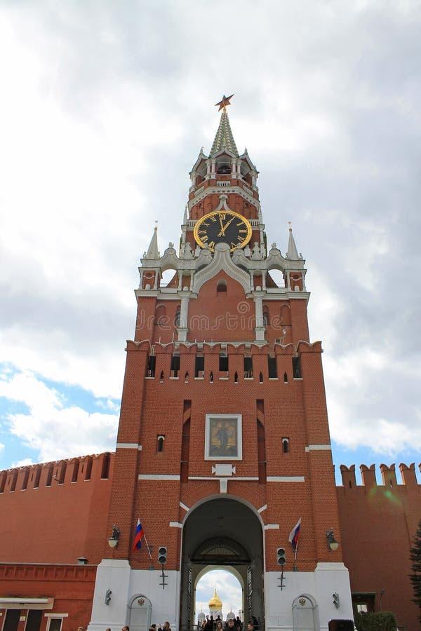 Spasskaya torn av Kreml p? r?d fyrkant i Moskva, Ryssland arkivbild