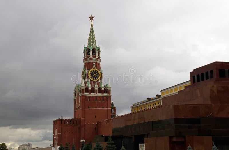 Spasskaya torn, mausoleet av den Lenin och Kremlväggen i Moskva royaltyfria foton
