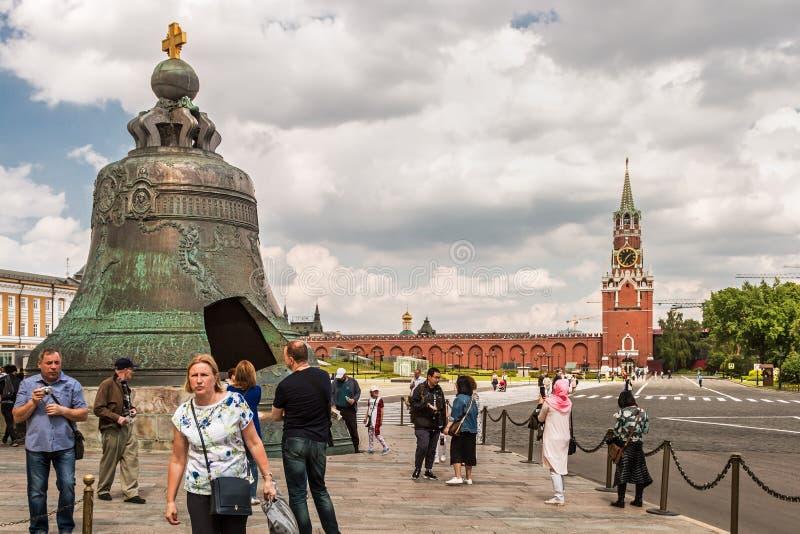 Spasskayatoren en Tsaarklok in Moskou het Kremlin stock fotografie
