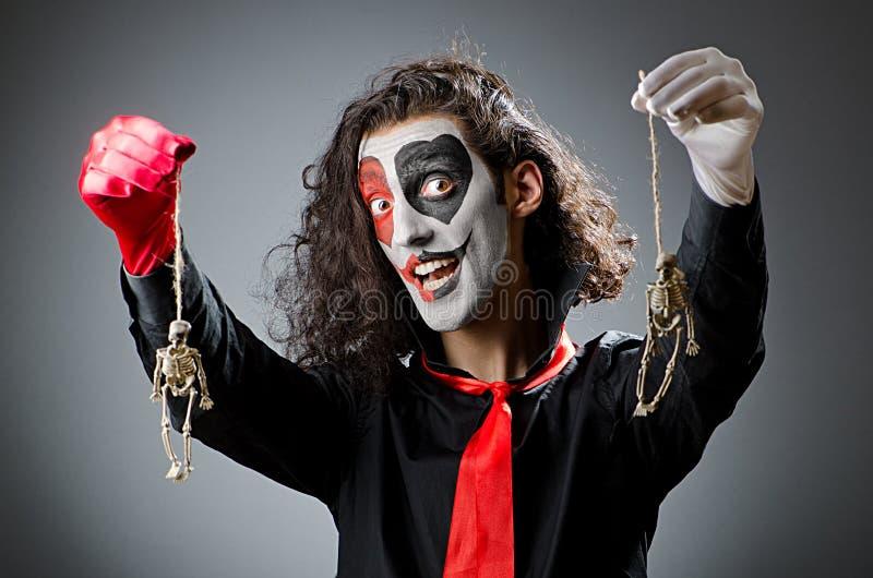 Spassvogel mit Gesichtsmaske lizenzfreies stockbild
