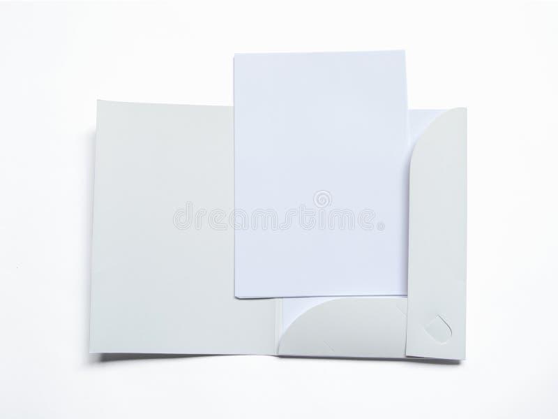 Spatie geopende omslag met document op wit stock foto