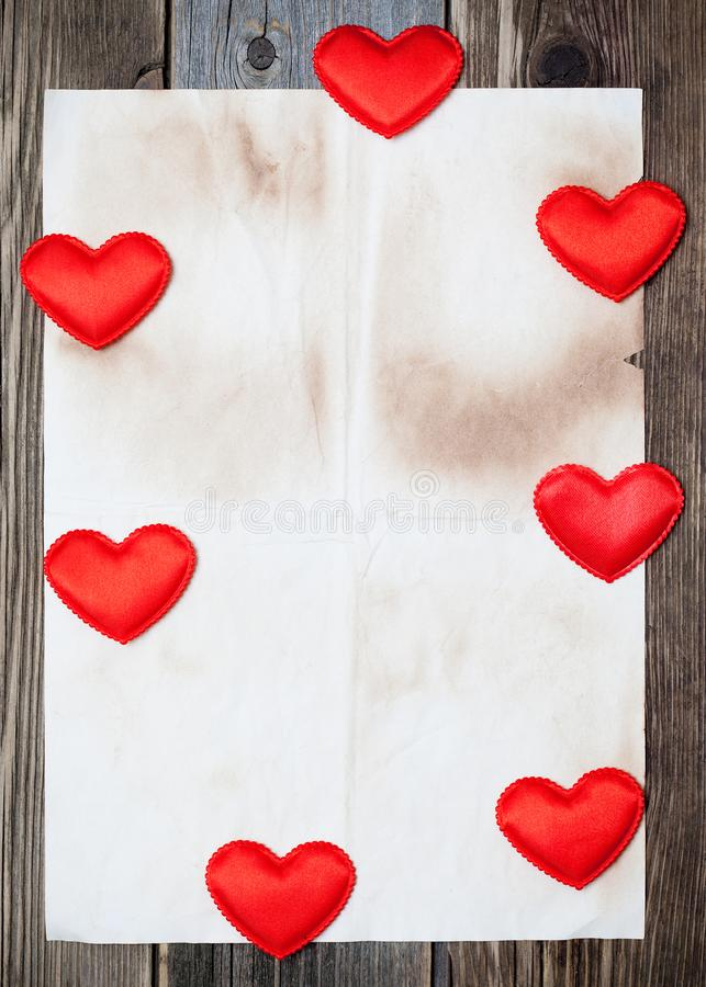 Spatie met zeven rode harten stock foto