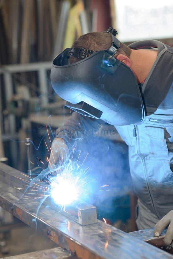 Spawacz przemysłowa część w fabryce zdjęcie stock