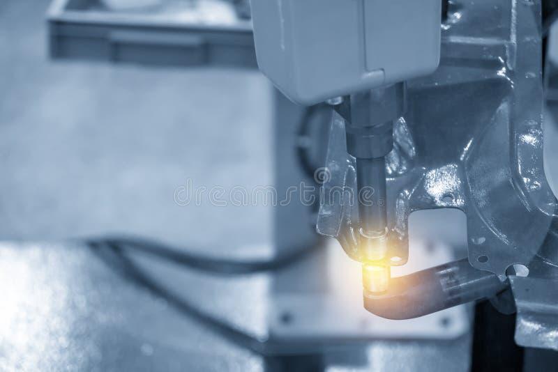 Spawalniczego robota maszyna dla punktu spawu automobilowej części fotografia royalty free