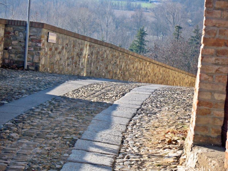 Spazieren Sie durch die mittelalterlichen Gassen von Castell`Arquato Ladyhawke. stockfoto