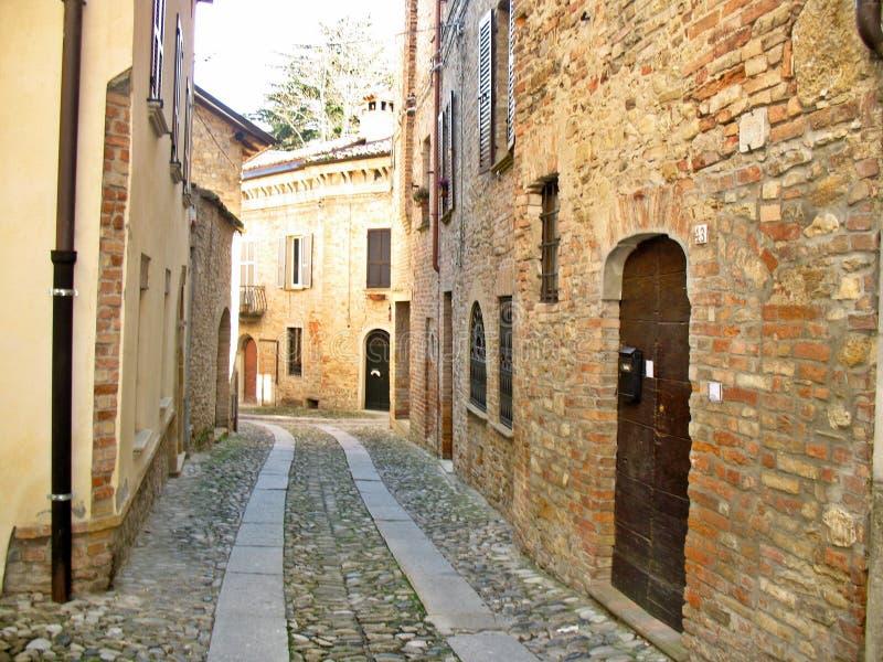 Spazieren Sie durch die mittelalterlichen Gassen von Castell`Arquato Ladyhawke. lizenzfreies stockfoto