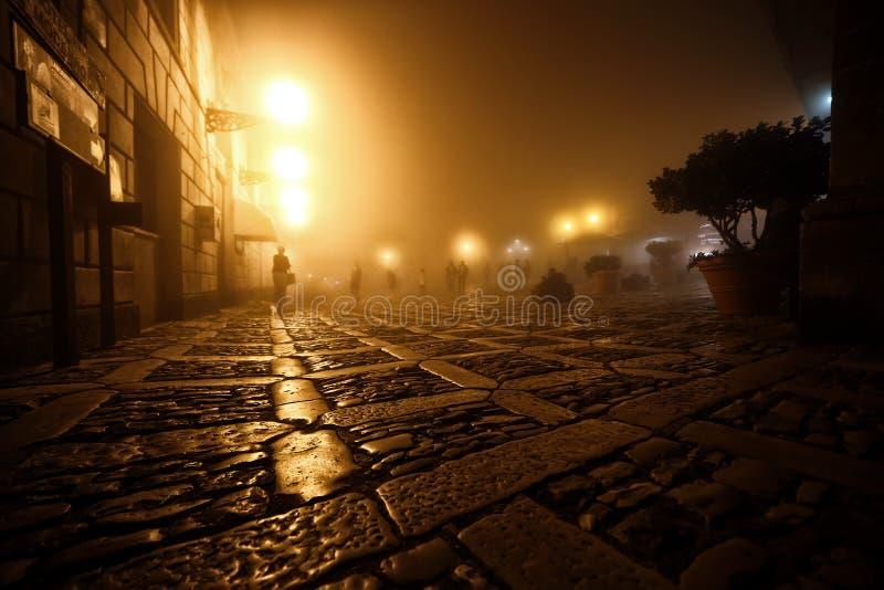Spaziergang entlang den Straßen von Erice stockfotos
