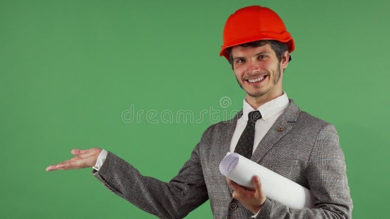 Spazio bello allegro della copia della tenuta dell'ingegnere sulla sua mano immagine stock