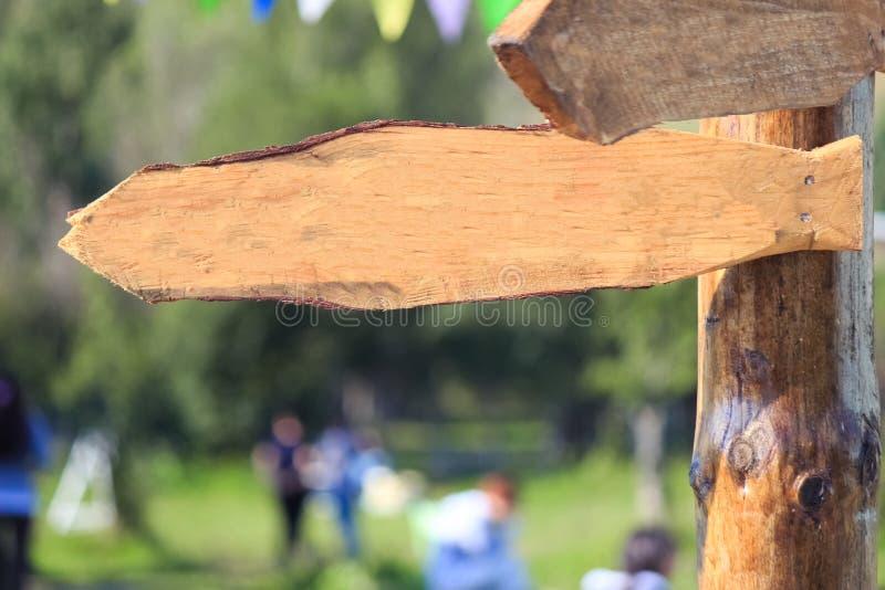 Spazio in bianco di legno all'aperto del segno immagini stock