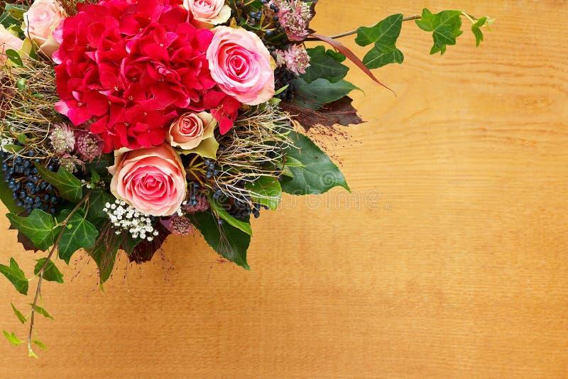 Spazio della copia del fondo del mazzo del fiore fotografia stock