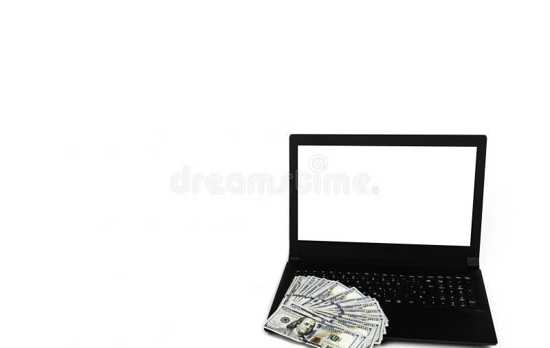 Spazio della copia del modello con il computer portatile o il taccuino e diffuso di soldi fotografie stock libere da diritti