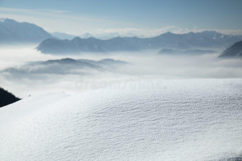 Spazio per il tuo testo, scena Wintr, stupenda vista montagna fotografia stock libera da diritti