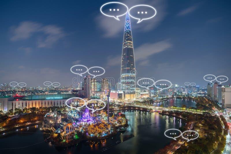 Spazio per testo su chiacchierata della città e della bolla di Seoul per la comunicazione Concetto di comunicazione e di tecnolog fotografia stock libera da diritti
