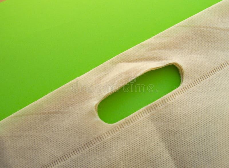 Spazio piano della copia di disposizione Facendo uso delle borse ecologiche riutilizzabili molli invece dei sacchetti di plastica immagini stock