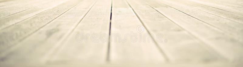 Spazio vuoto dell'insegna sui vecchi precedenti miseri di legno naturali da tavolino immagine stock libera da diritti