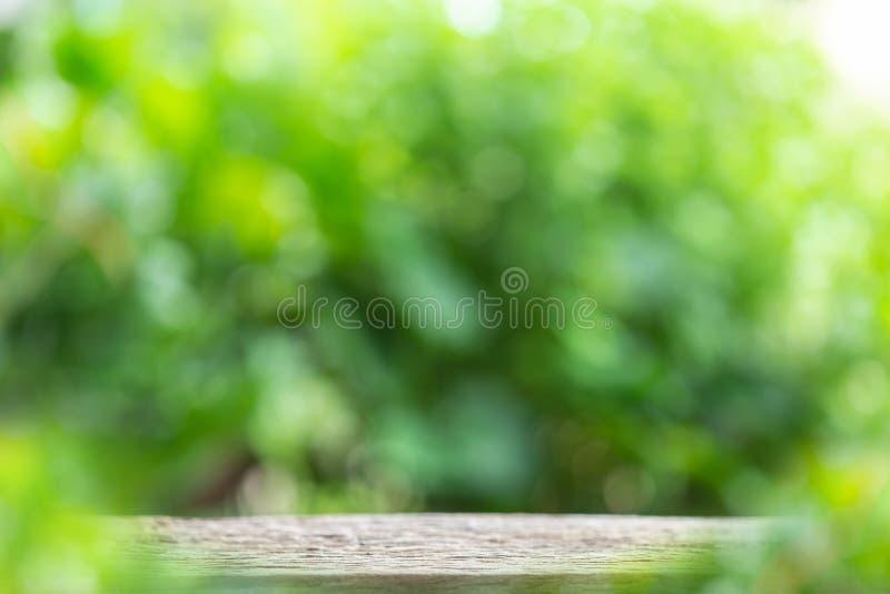 Spazio vuoto della tavola o contatore di legno d'annata superiore ed ABS soleggiato fotografie stock libere da diritti