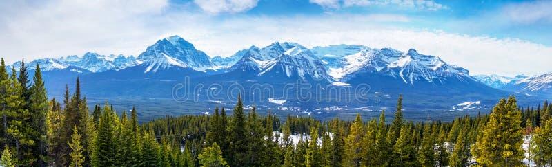 Spazzando vista del canadese Montagne Rocciose nel lago Louise Near Banff, Alberta, Canada immagine stock libera da diritti