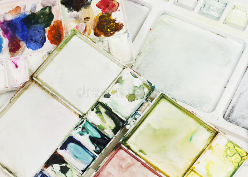 Spazzole degli artisti e pitture dell'acquerello immagini stock libere da diritti