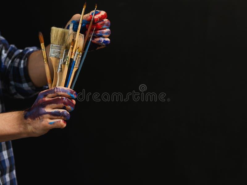 Spazzole essenziali degli strumenti del pittore di creativit? di arte immagine stock