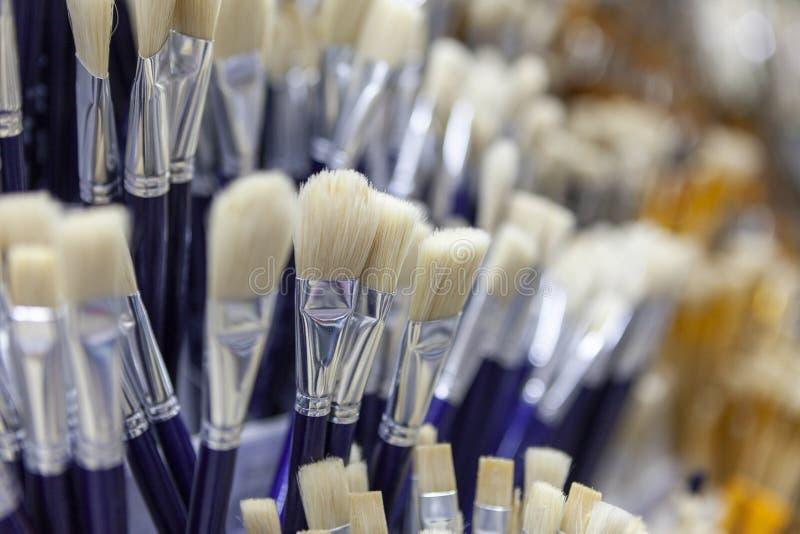 Spazzole per la verniciatura con l'acquerello, olio, gouache, acrilica fotografia stock libera da diritti