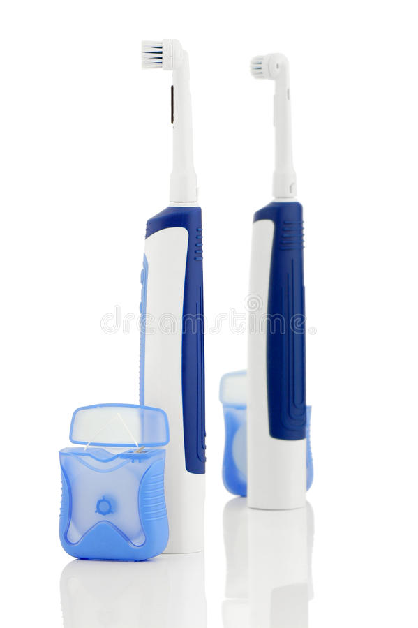 Spazzolino da denti elettrico e filo per i denti immagini stock libere da diritti