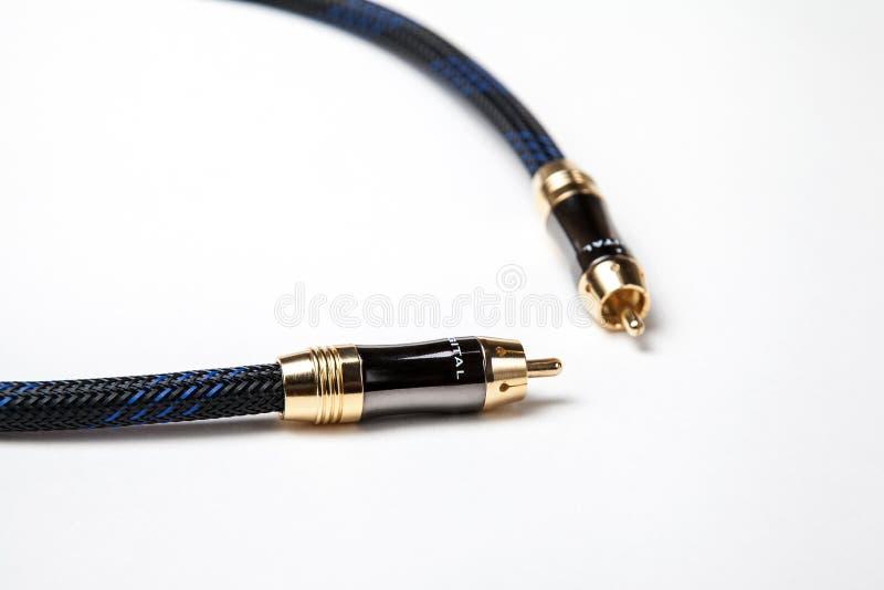 Spdif digitale audio coaxiale kabel op wit stock foto's