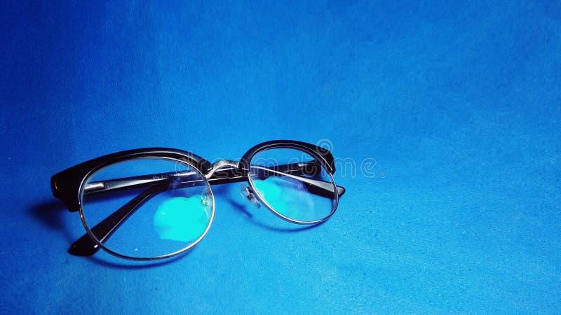 Spec. sulla vista inclinata fondo blu immagini stock