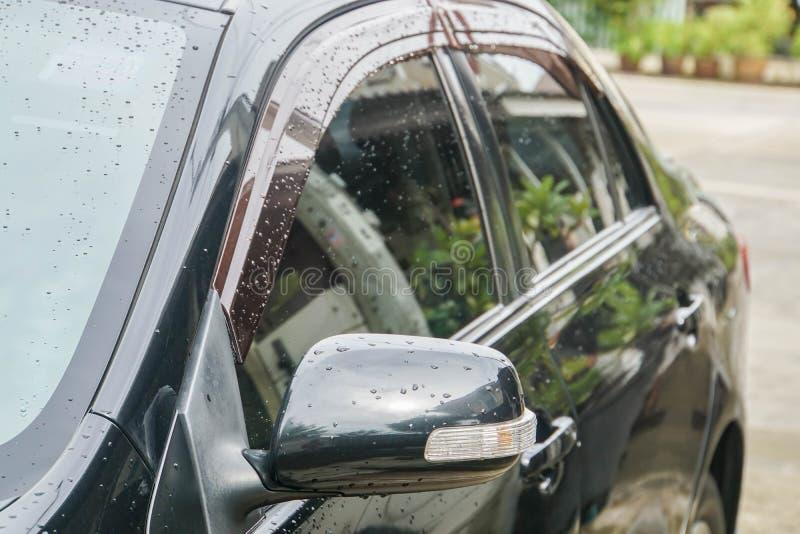 Specchietto retrovisore esterno con la barra luminosa del LED dell'automobile nera immagine stock