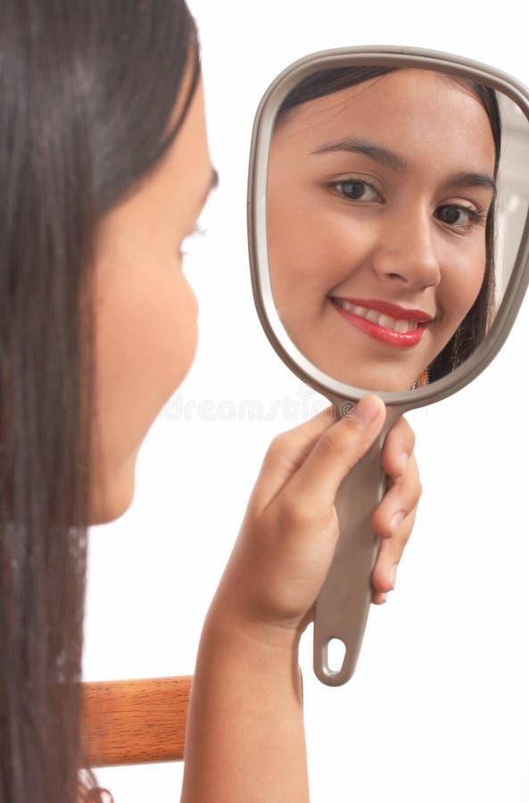 Specchio della holding della ragazza immagine stock