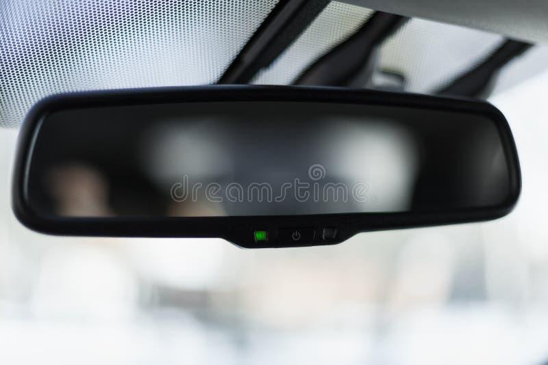 Specchio di automobile con il sistema d'attenuazione adattabile fotografie stock libere da diritti