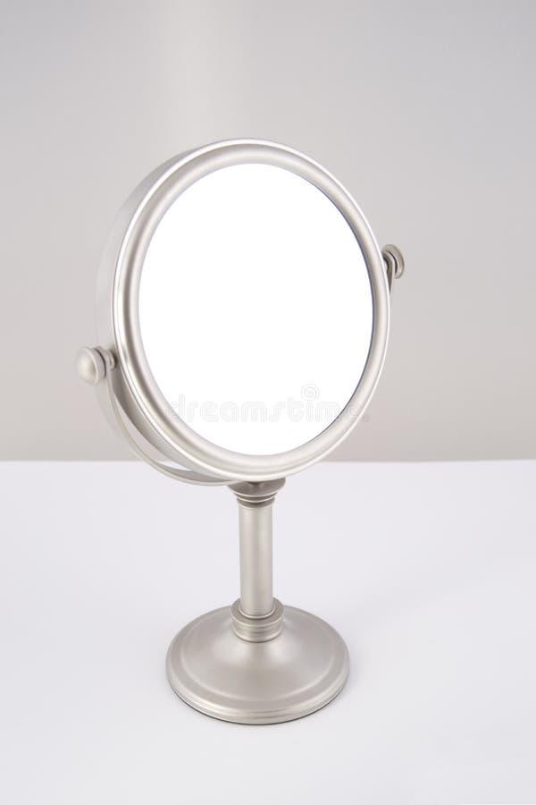 Specchio di rettangolo con priorità bassa bianca pura fotografie stock libere da diritti
