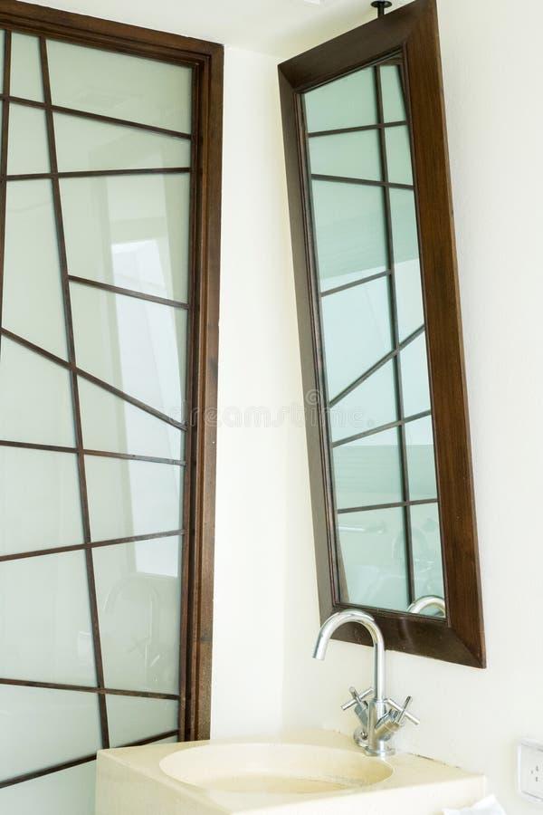 Specchio moderno immagini stock libere da diritti