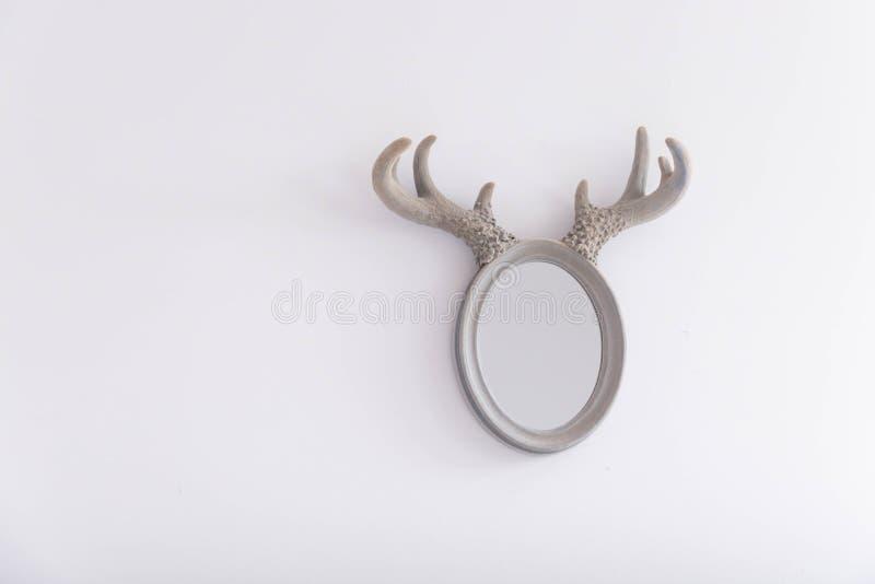 Specchio ovale con i corni fotografia stock libera da diritti