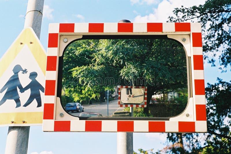 Specchio sulla via fotografia stock