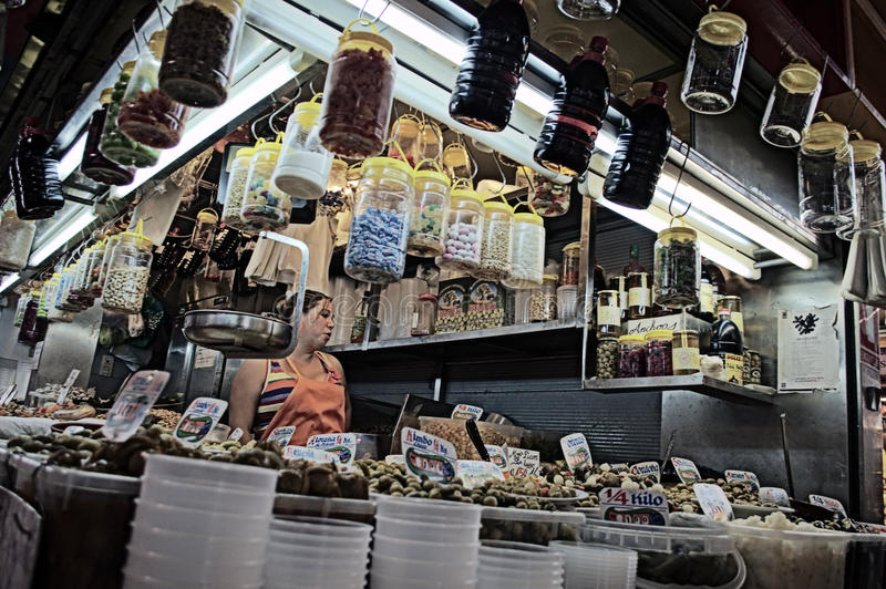 Specerihandlare på inomhus en marknad 5 royaltyfri bild