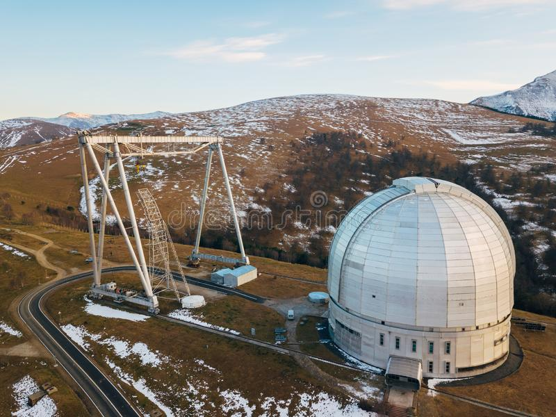 Special astrophysical observatorium i aftonen flyg- sikt arkivbild