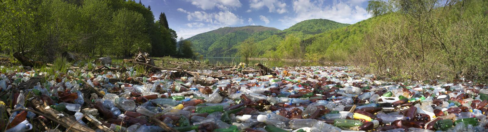 Special operation to clean up the river of debris stock foto's