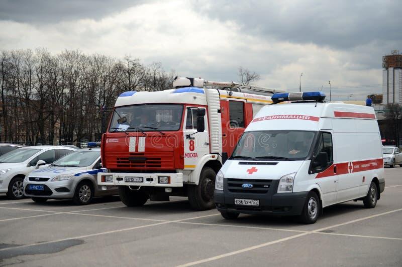 Speciala transporträddningstjänster som är tjänstgörande under konkurrensen på den stadion`-Luzhniki `en i Moskva royaltyfri fotografi