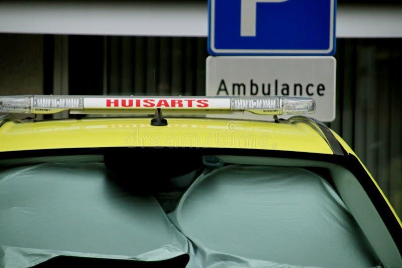 Specialbilar för läkares körning till patienter, specialiserade taxichaufförer i Gouda, Nederländerna royaltyfria foton