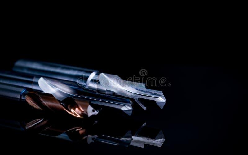 Speciale die hulpmiddelen op donkere achtergrond worden geïsoleerd Gemaakt aan orde speciale hulpmiddelen Met een laag bedekt sta royalty-vrije stock afbeeldingen