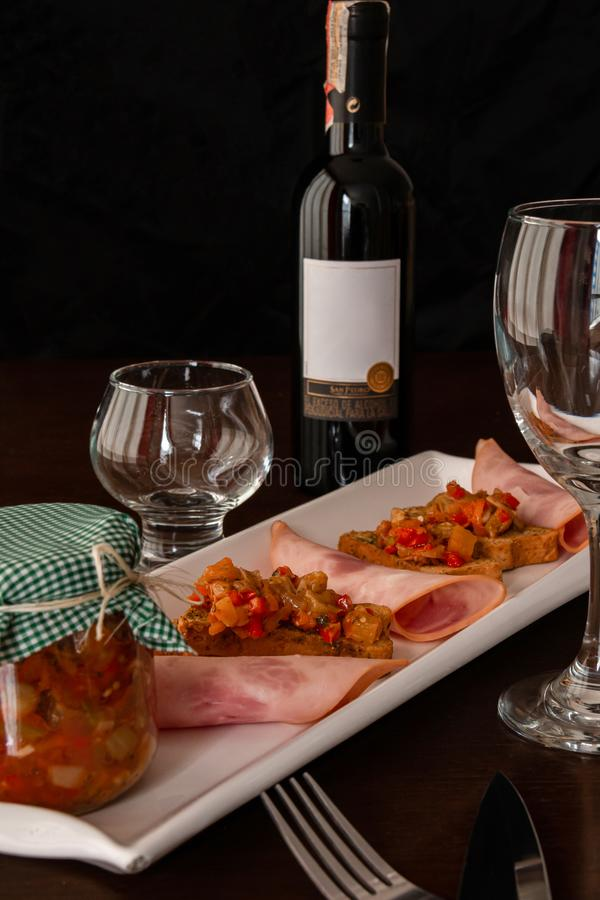 Speciale e cena in buona salute deliziosa del vino fotografia stock