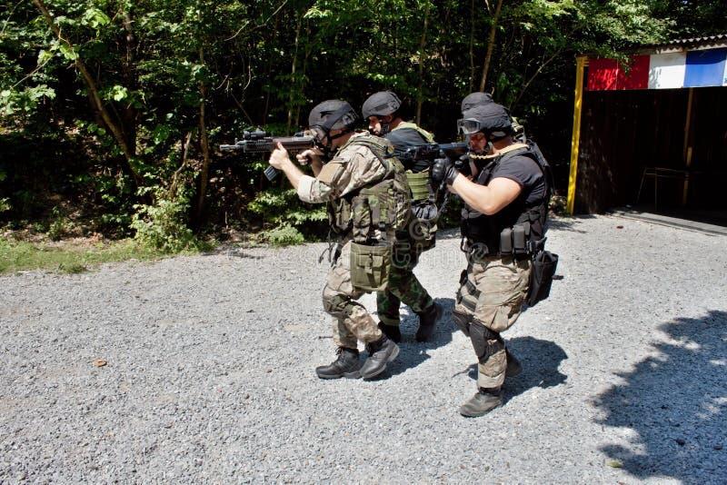 Speciale politie-eenheid in opleiding stock afbeeldingen