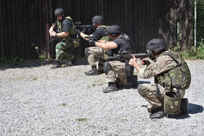 Speciale politie-eenheid in opleiding stock foto's