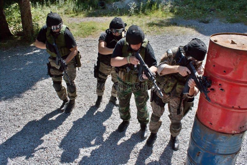 Speciale politie-eenheid in opleiding stock fotografie